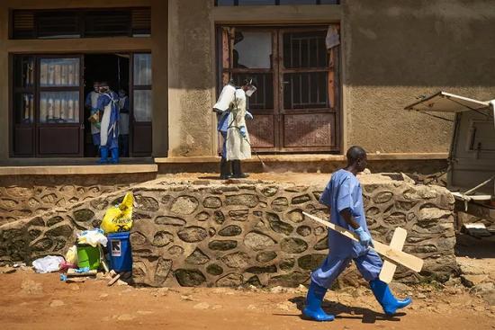 WHO cảnh báo dịch bệnh toàn cầu Ebola