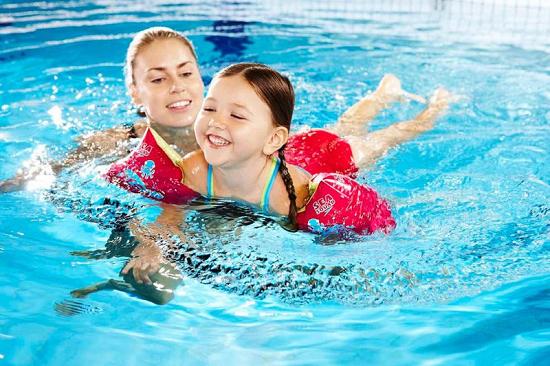 Tư thế bơi hợp lý, hạn chế nước vào mũi